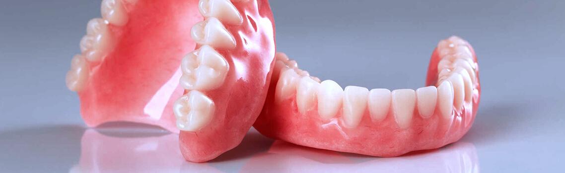 Пластмассовые зубные протезы
