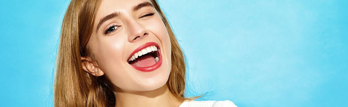 Ослепительная улыбка с керамическими винирами E.MAX